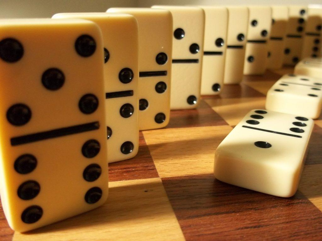 1319272-dominos-1024x768.jpg